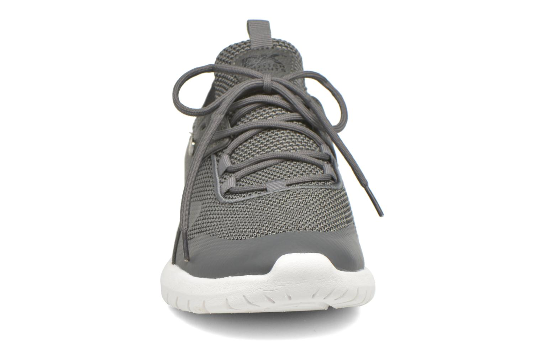 Sneakers British Knights Fraction M Grigio modello indossato
