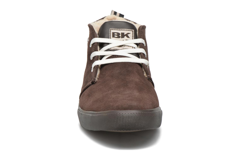 Sneakers British Knights Devon Mid Marrone modello indossato