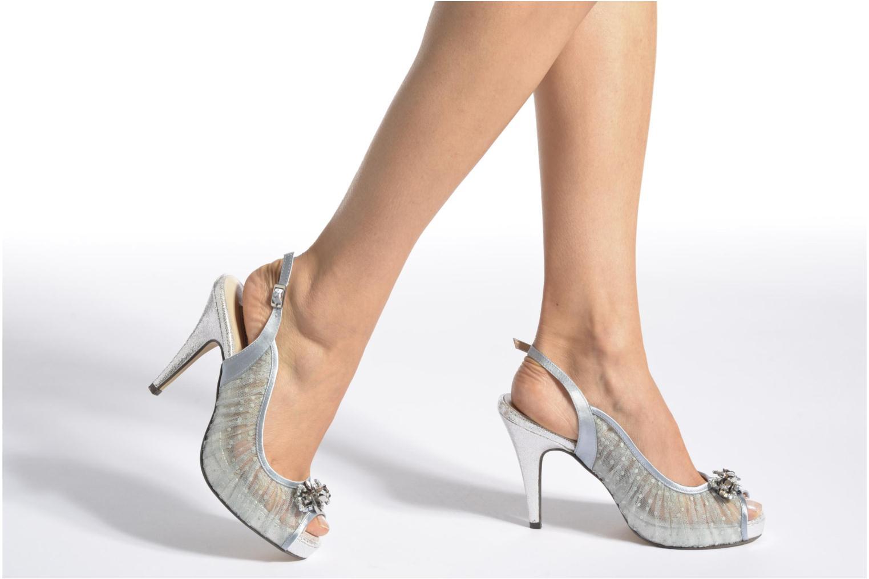 High heels Menbur Paula Blue view from underneath / model view