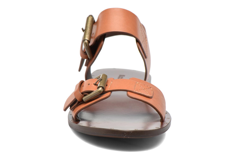 Sandalias See by Chloé Romy Flat Beige vista del modelo
