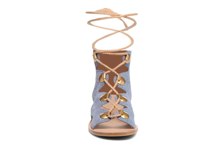 Sandali e scarpe aperte See by Chloé Edna Azzurro modello indossato