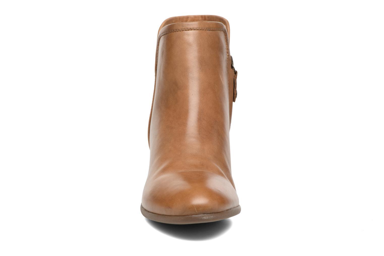 Bottines et boots Geox D LUCINDA B D7270B Marron vue portées chaussures