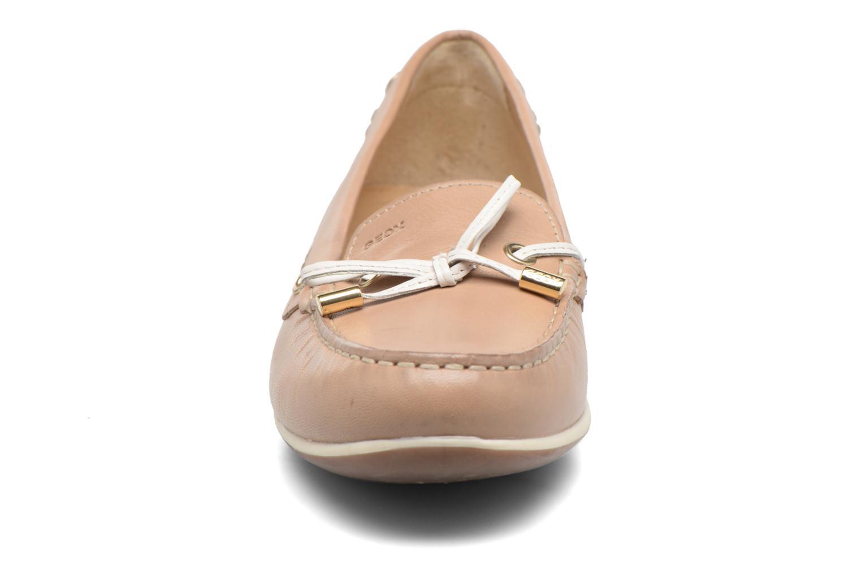 Mocassins Geox D YUKI A D6455A Beige vue portées chaussures