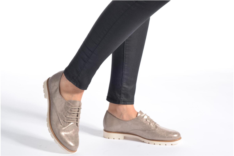 Chaussures à lacets Tamaris Lotie Beige vue bas / vue portée sac