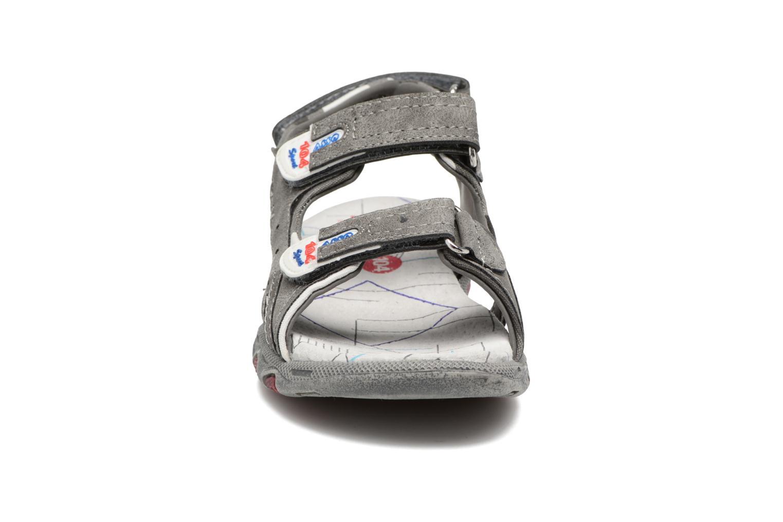 Sandalen ASSO Enzo grau schuhe getragen