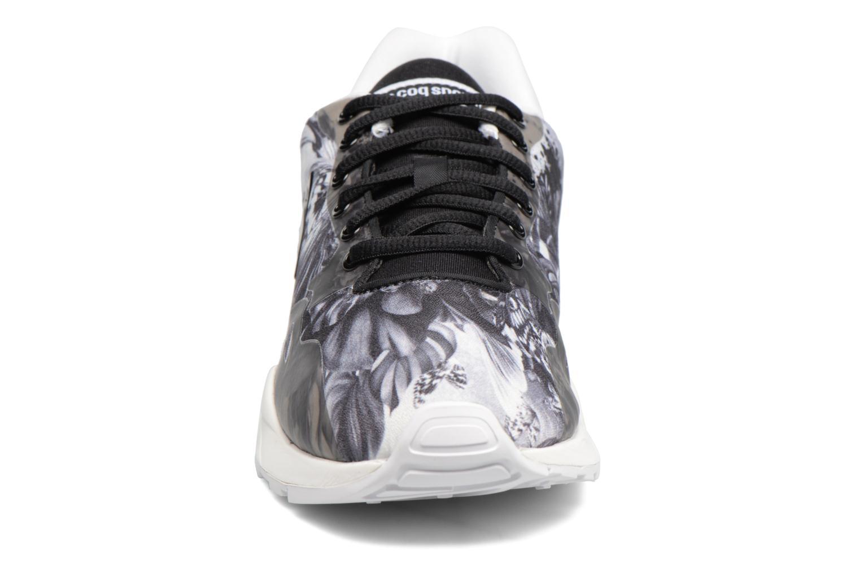 Sneakers Le Coq Sportif Lcs R9Xx W Kahori Maki Nero modello indossato