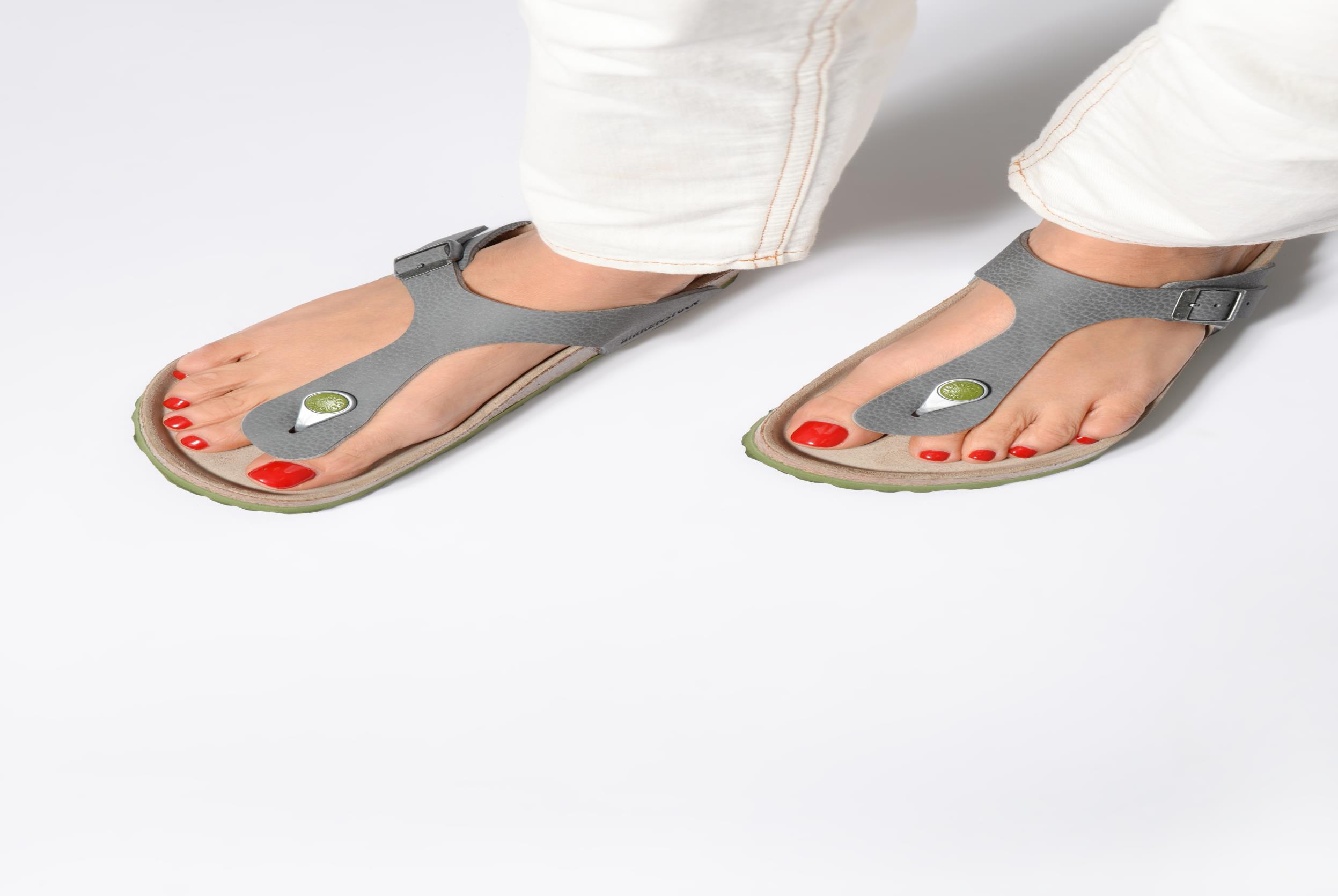 Sandales et nu-pieds Birkenstock Gizeh W Gris vue bas / vue portée sac