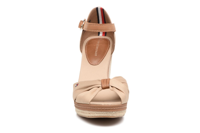 Espadrilles Tommy Hilfiger Elena 56D Beige vue portées chaussures