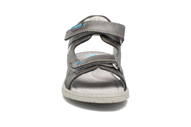 Sandali e scarpe aperte Stones and Bones Desto Grigio modello indossato