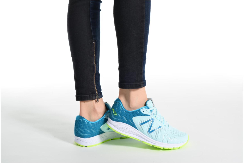 Chaussures de sport New Balance WURGE Bleu vue bas / vue portée sac