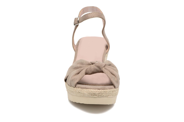 Sandales et nu-pieds Refresh Wizin Marron vue portées chaussures