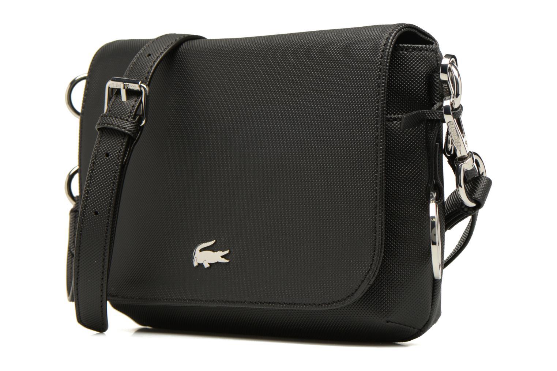 Sacs à main Lacoste Daily Classic Crossover bag S Noir vue portées chaussures