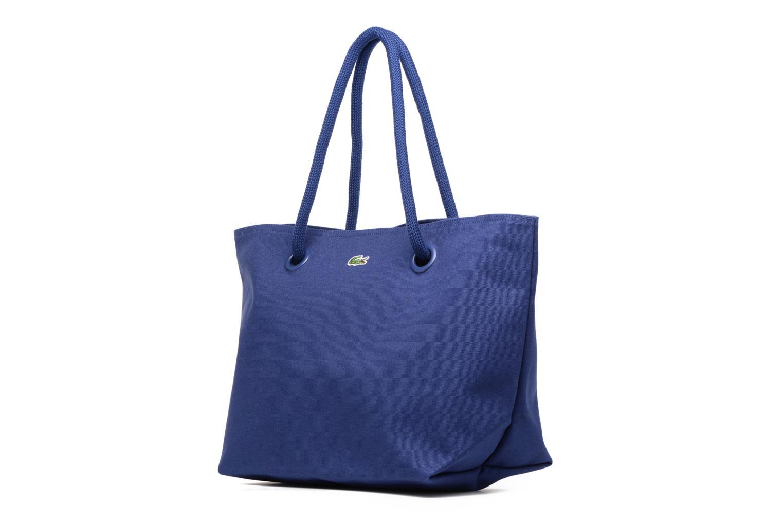 Sacs à main Lacoste Summer Shopping bag L Bleu vue portées chaussures
