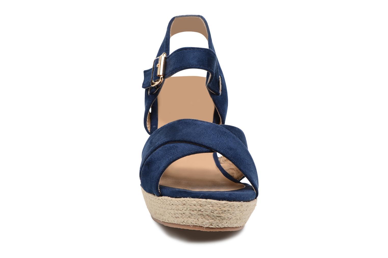 Sandalias Xti Issum 33450 Azul vista del modelo