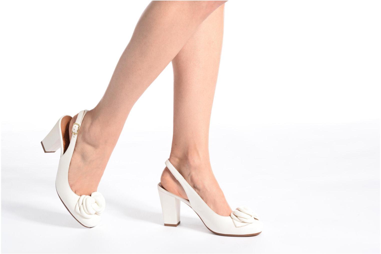 Sandales et nu-pieds Chie Mihara Bri Ripon Blanc vue bas / vue portée sac