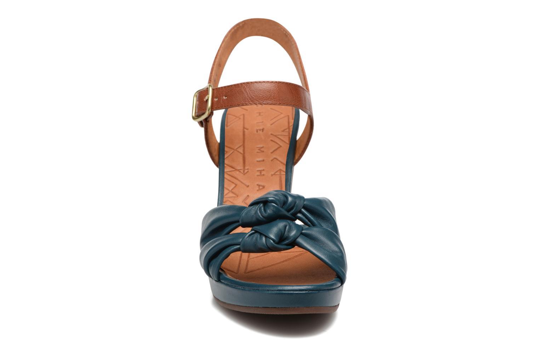 Sandales et nu-pieds Chie Mihara Champan Bleu vue portées chaussures