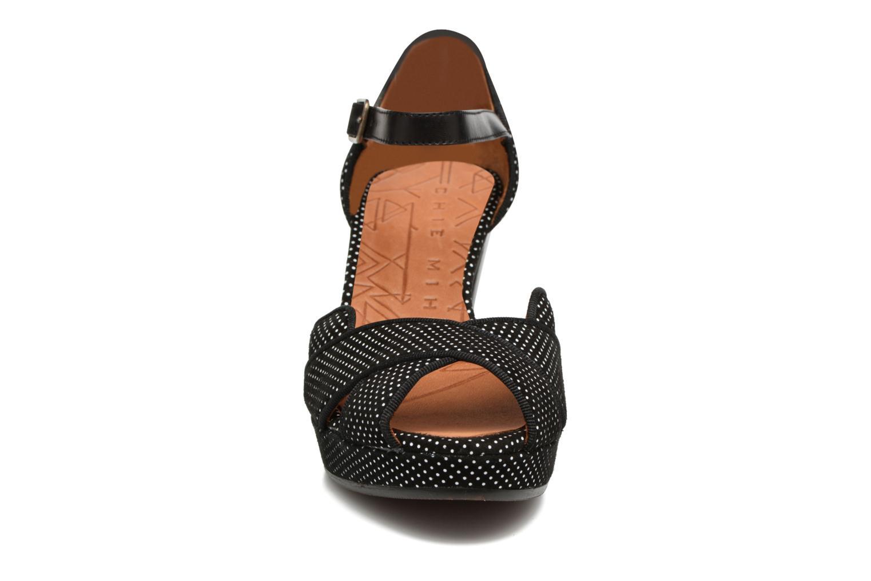 Sandales et nu-pieds Chie Mihara Isy-C Noir vue portées chaussures