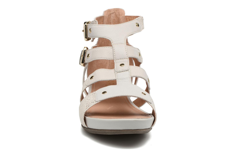 Sandales et nu-pieds Karston Konic Blanc vue portées chaussures