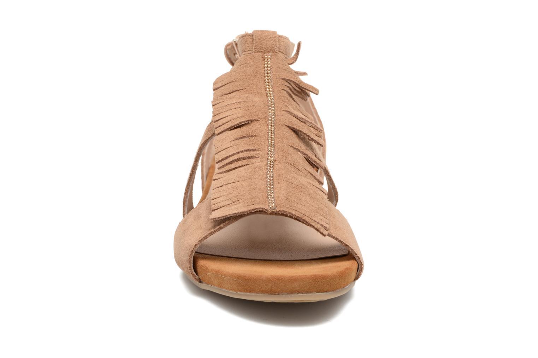 Sandales et nu-pieds Madison Emotion Marron vue portées chaussures