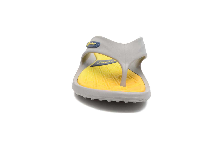 Tongs Rider Cape X AD Jaune vue portées chaussures