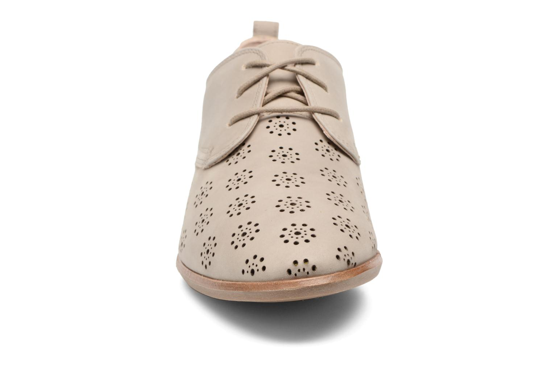Chaussures à lacets Clarks Alania Posey Beige vue portées chaussures