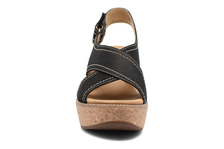 Sandales et nu-pieds Clarks Aisley Tulip Noir vue portées chaussures