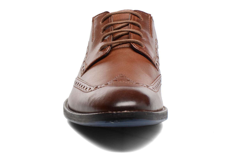 Chaussures à lacets Clarks Prangley Limit Marron vue portées chaussures