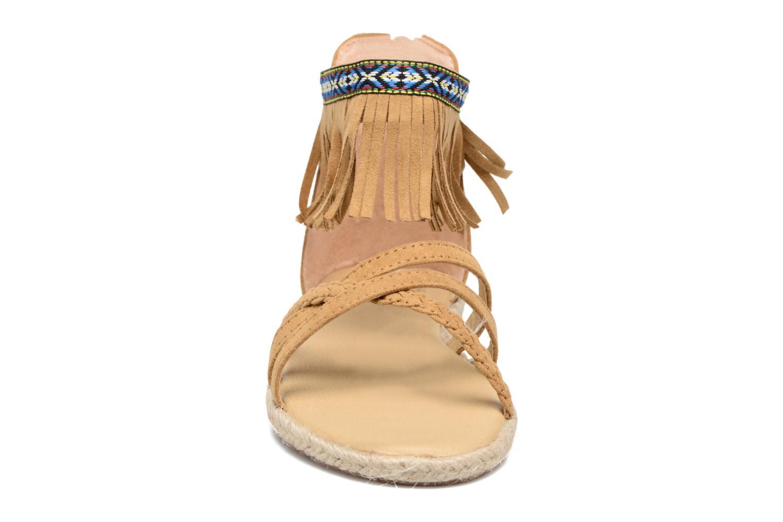 Sandali e scarpe aperte NA! Rash Marrone modello indossato
