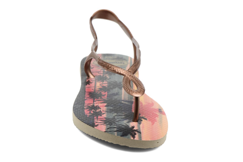 Sandales et nu-pieds Havaianas Luna Print Or et bronze vue portées chaussures