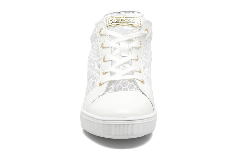 Baskets Guess Finna Blanc vue portées chaussures