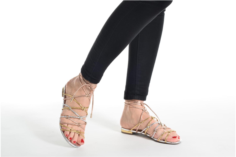 Sandalen Guess Racha schwarz ansicht von unten / tasche getragen