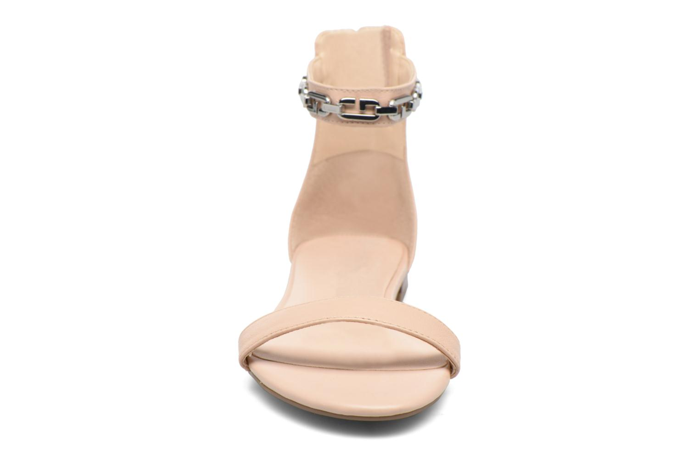 Sandali e scarpe aperte Guess Rafina Beige modello indossato