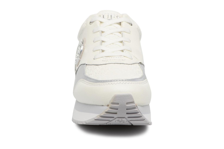 Baskets Guess Rimma Blanc vue portées chaussures