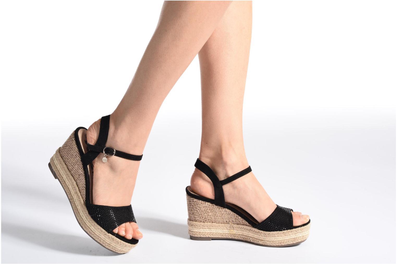 Sandales et nu-pieds Xti Ewi 46726 Noir vue bas / vue portée sac