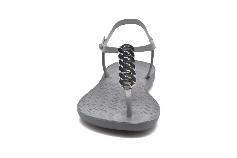 Tongs Ipanema Charm IV Sandal Gris vue portées chaussures