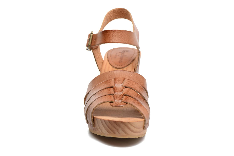 Sandales et nu-pieds Pepe jeans Oly Marron vue portées chaussures