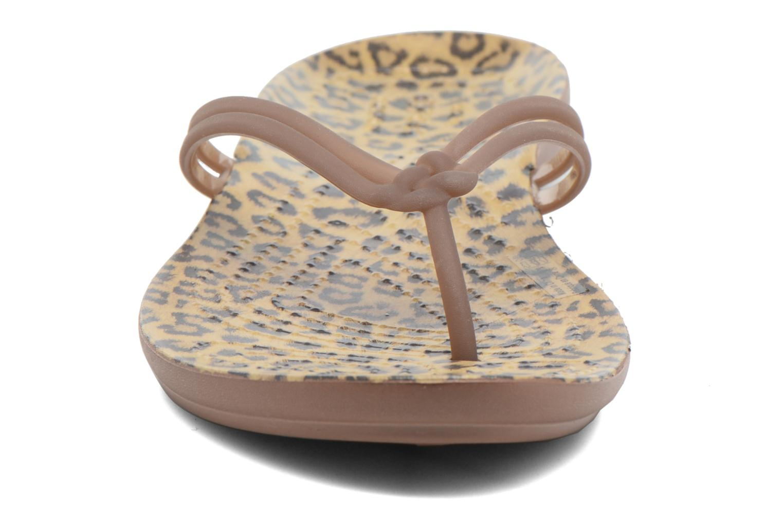 Tongs Crocs Crocs Isabella Graphic Flip W Multicolore vue portées chaussures