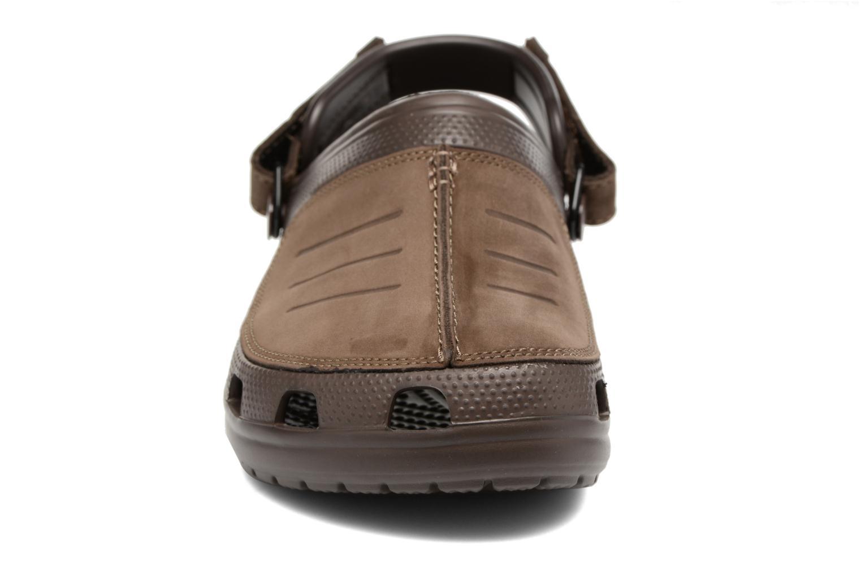 Sandales et nu-pieds Crocs Yukon Mesa Clog M Marron vue portées chaussures