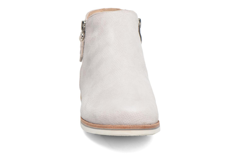 Bottines et boots Caprice Julia Gris vue portées chaussures