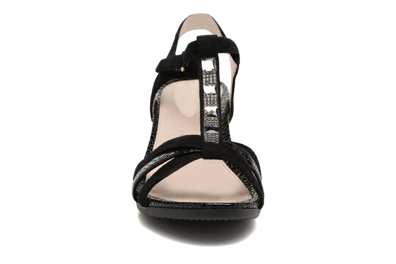 Sandales et nu-pieds Stonefly Sweet III 2 Noir vue portées chaussures