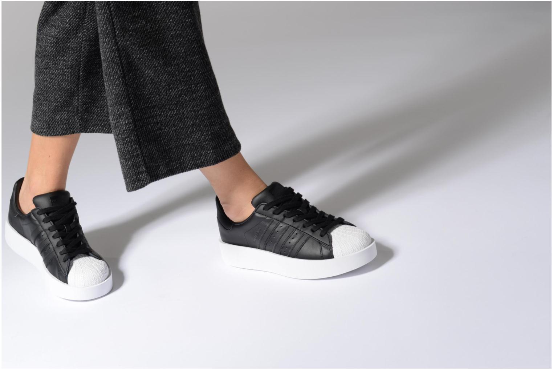 Baskets Adidas Originals Superstar Bold W Gris vue bas / vue portée sac