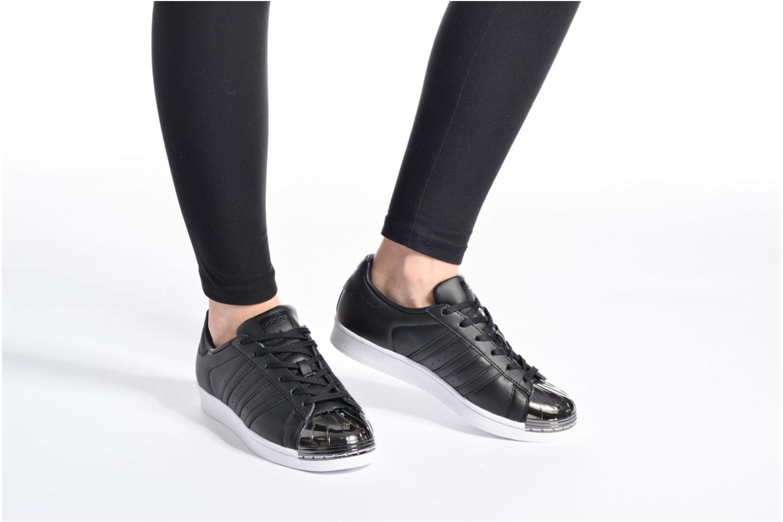 Baskets Adidas Originals Superstar Metal Toe W Noir vue bas / vue portée sac