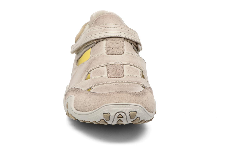 Chaussures de sport Allrounder by Mephisto Firelli Beige vue portées chaussures