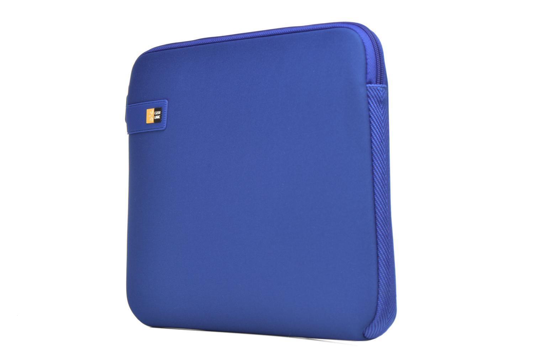 Sacs ordinateur Case Logic Pochette ordinateur 13'' Bleu vue portées chaussures