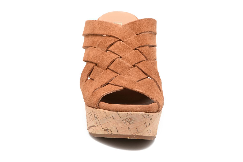 Sandales et nu-pieds UGG W Marta Marron vue portées chaussures