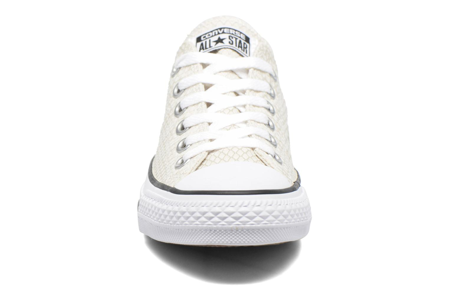 Sneakers Converse Chuck Taylor All Star Ox Snake Woven Beige modello indossato