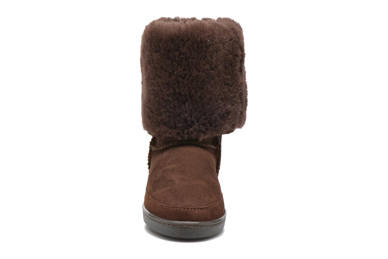 Bottines et boots Minnetonka Tall Sheepskin Pug Boot W Marron vue portées chaussures