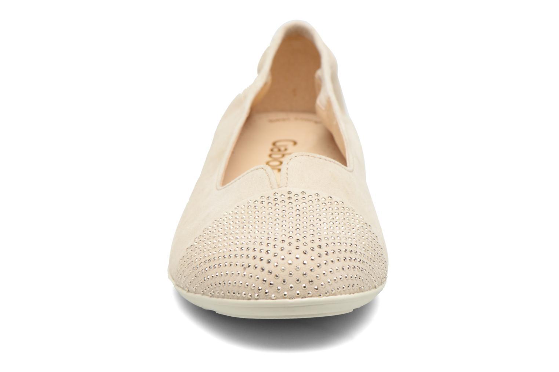 Ballerines Gabor Linda Beige vue portées chaussures