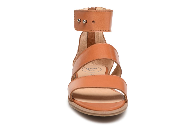 Sandales et nu-pieds Yep Martine Marron vue portées chaussures
