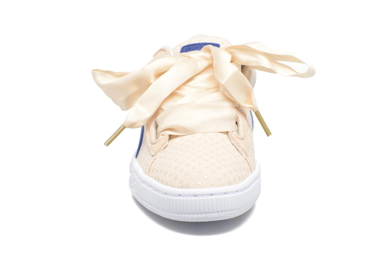 Baskets Puma Basket Heart Denim Wn's Beige vue portées chaussures
